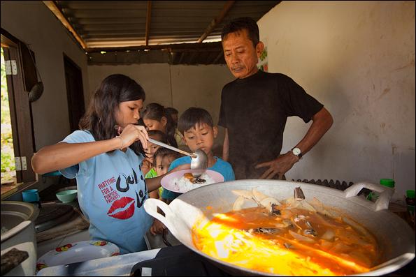 Таиланд: нелегальное детство