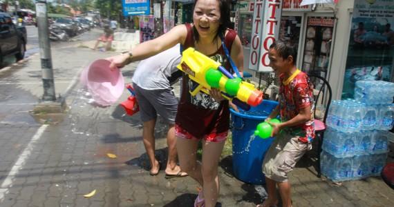 Сонгкран 2012 - тайский новый год в Краби