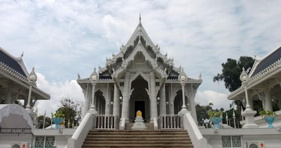 Белый буддийский храм в Краби