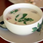 Том Кха Кай — тайский суп из кокосового молока с курицей