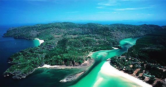 Дикий архипелаг тайских островов в национальном парке Ко Тарутао.